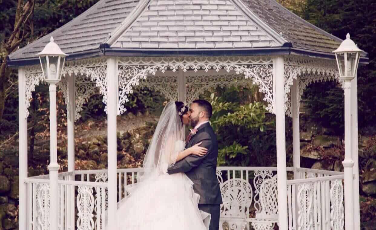 Out door wedding at Broadoaks couple kissing